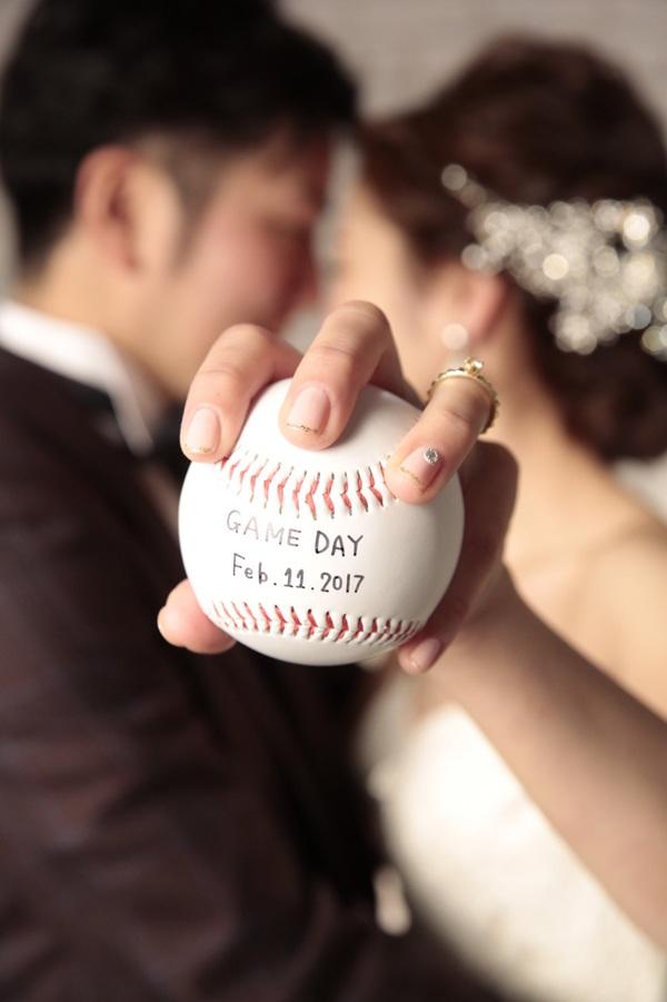 野球をテーマに前撮り&結婚式*ふたりと縁の深い「23」の数字