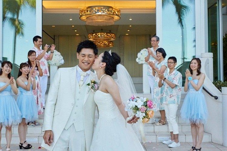 00fc56a061d10 ハワイ*ザ・モアナチャペルで大切な人たちに祝福される笑顔の挙式