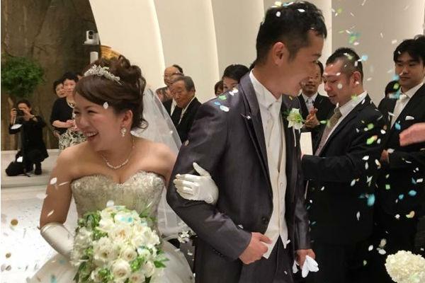 結婚式ではこんなに綺麗にコンフェッティシャワーできて大満足