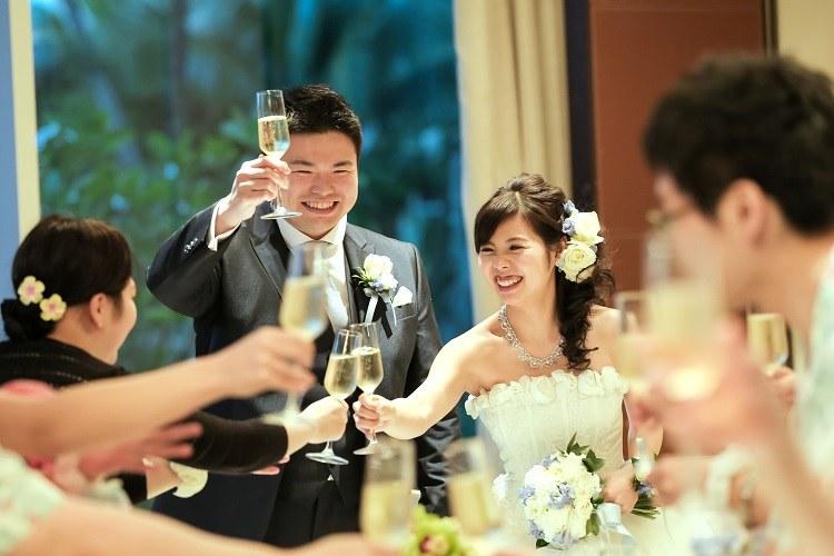 パーティーにふさわしいシャンパンで乾杯