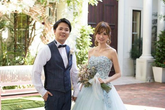 結婚式の最後は大好きなガーデンで笑顔のツーショット