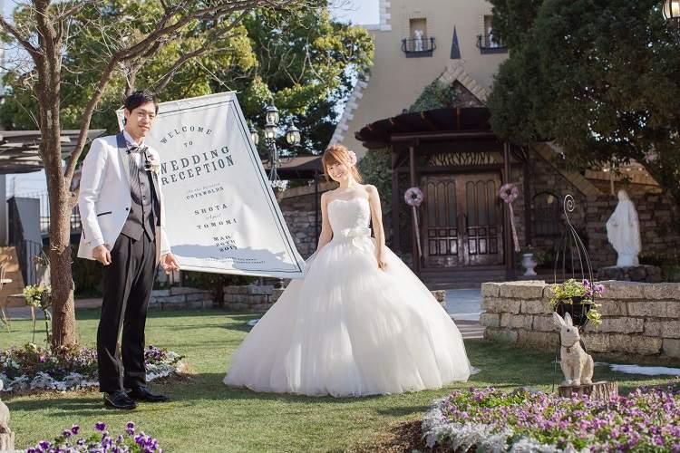 結婚式場コッツウォルズの外国のお庭のような雰囲気のガーデンで撮影