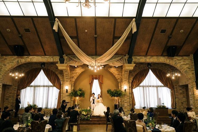 結婚式で私たちが選んだのはグランチェスターと呼ばれるイギリスの駅をモチーフにしたアンティーク調の披露宴会場