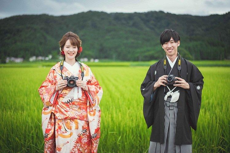 結婚式の前撮りは地元秋田の田んぼの真ん中で
