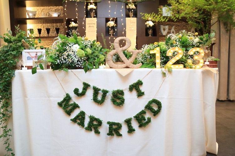 結婚式の高砂装飾もガーランドはじめマーキーライトまで手作り