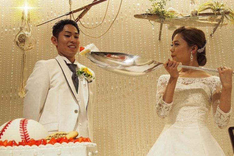 結婚式の衣裳はヘアアレンジやオプション品でかなりイメージを変えられる