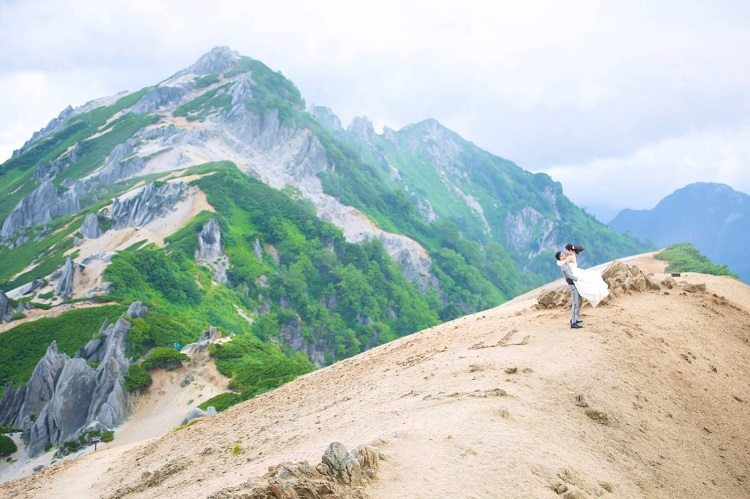 北アルプス燕岳山頂と山小屋で前撮り,抱っこショット
