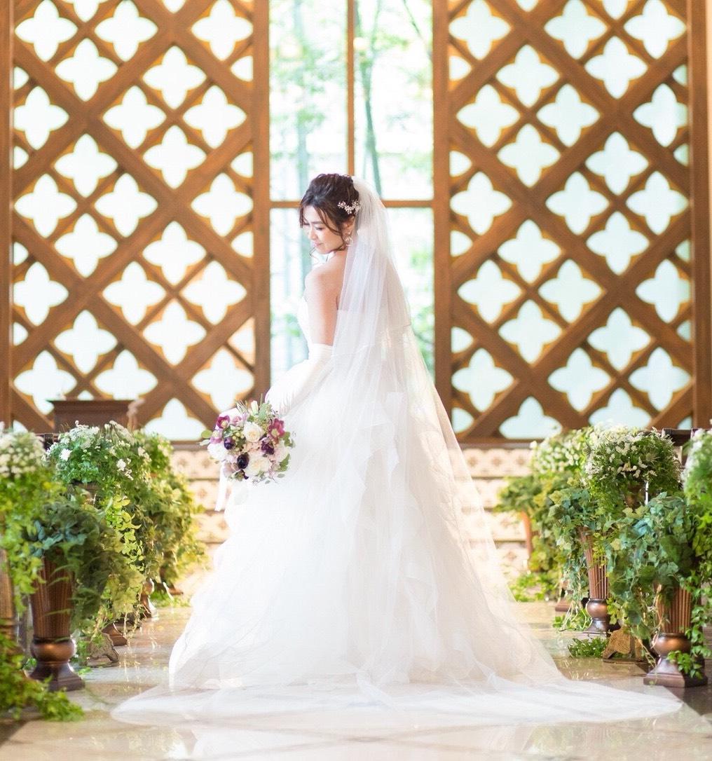 fdf72f91c940d 一目惚れのチャペル前で♡ロングベールのふわふわドレスがお気に入り ...