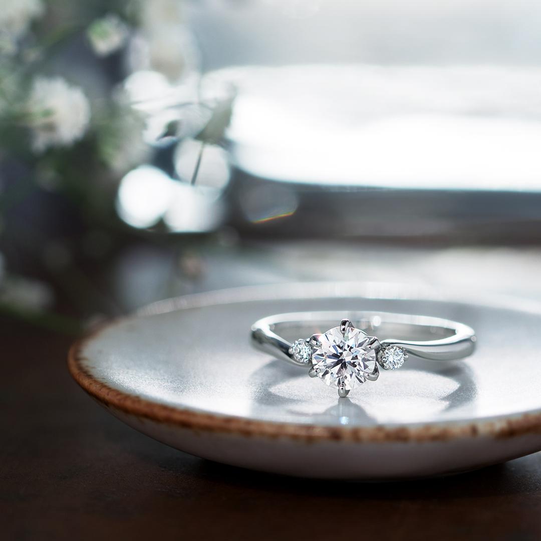 婚約指輪_ミュゼットサイドストーン