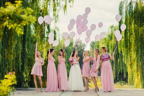 0793aeac3a5e4 結婚式の女性ゲストの服装は?守るべきマナーについて