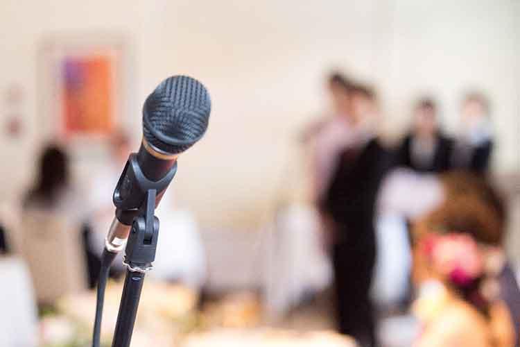 例文あり 成功する結婚式の祝辞とは 主賓 上司のスピーチから友人