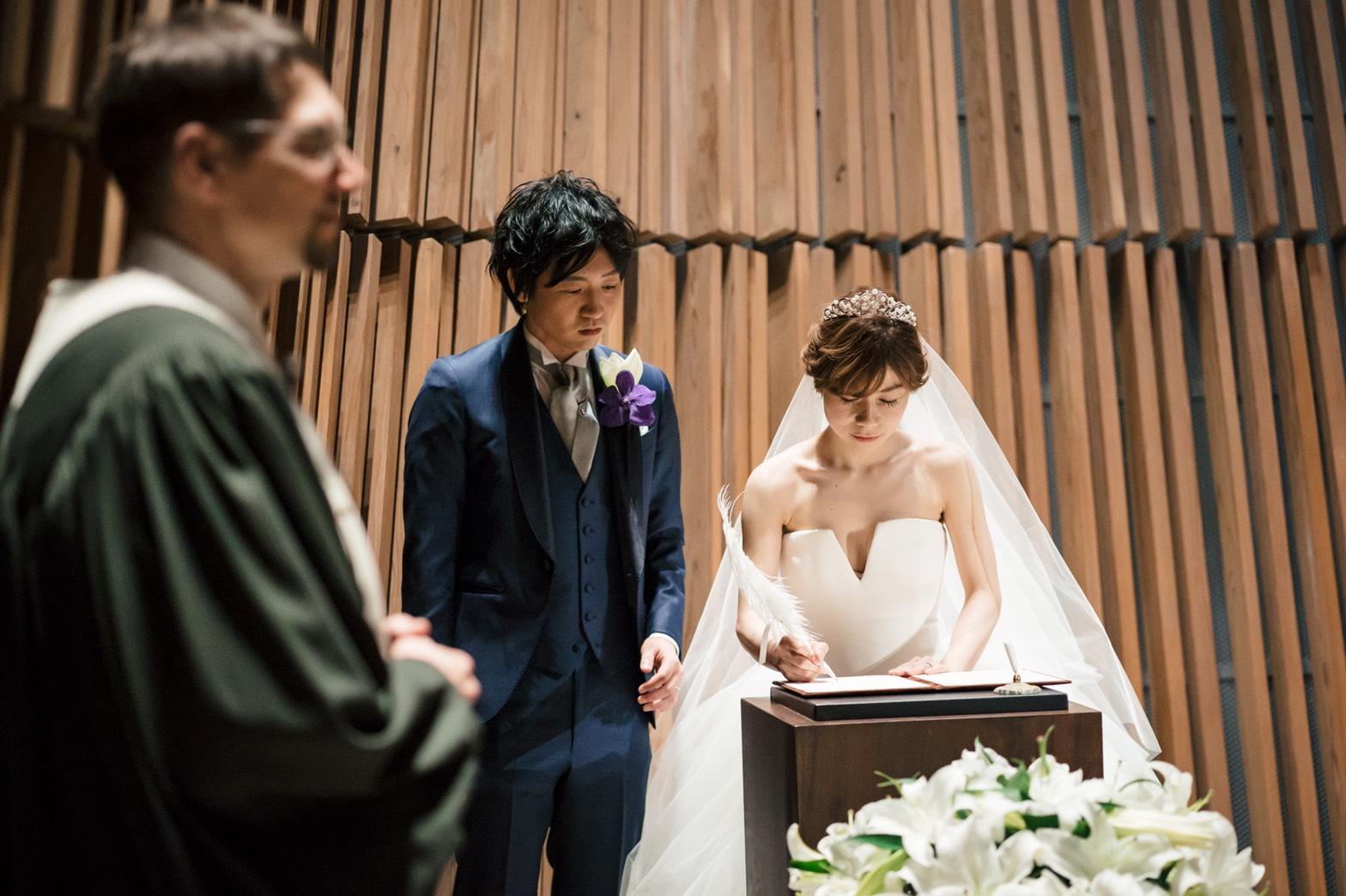 式 て 笑っ 結婚 こらえ て
